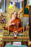 La figura de cera del monje budista en la posición sentada de la meditación, Foto de archivo libre de regalías