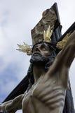La figura de Jesús en la cruz talló en madera del escultor Gabino Amaya Guerrero Fotos de archivo