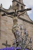 La figura de Jesús en la cruz talló en madera del escultor Gabino Amaya Guerrero Foto de archivo