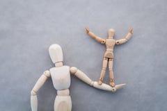 La figura di legno gioca il concetto del sostegno alle imprese jpg Fotografia Stock Libera da Diritti