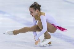 La figura patinador de Bielorrusia Alisa Chumakova Performs Cubs las muchachas libera programa patinador foto de archivo