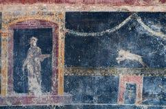 La figure d'une femme et d'un lion a peint dans un frais sur le fond noir dans un Domus de Pompeii image stock