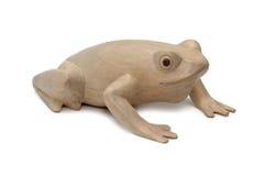 La figurine d'une grenouille a découpé d'un arbre photo stock