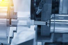 La fijación de la máquina del torno del CNC la herramienta de pulido Fotografía de archivo libre de regalías