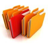 La fila anaranjada de las carpetas con un rojo seleccionó Imágenes de archivo libres de regalías