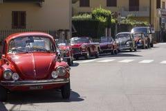 La fila de los coches del vintage parqueó en la calle en Lastra un Signa Imágenes de archivo libres de regalías