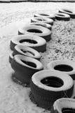 La fila de los neumáticos viejos Foto de archivo libre de regalías