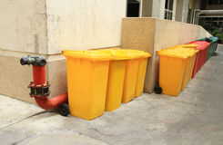 La fila di ricicla i recipienti Fotografia Stock Libera da Diritti