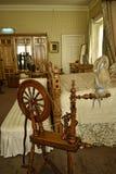 La filatura spinge dentro la camera da letto in una bella casa di campagna vicino a Leeds West Yorkshire che non è una proprietà  Immagine Stock Libera da Diritti