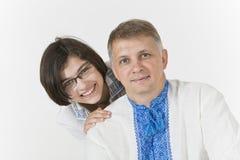 La fille étreint son père affectueusement Photo libre de droits