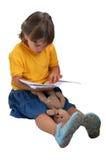 La fille affiche le livre Photo libre de droits