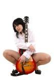 La fille aime une guitare Image stock