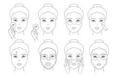 La fille asiatique applique des soins de la peau faciaux avec la protection de coton, crème d'oeil, masque de tissu, correction d illustration libre de droits