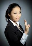 La fille asiatique attirante 20 années a tiré dans le studio Photographie stock