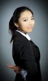 La fille asiatique attirante 20 années a tiré dans le studio Photos libres de droits