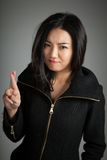La fille asiatique attirante 20 années a tiré dans le studio Images libres de droits