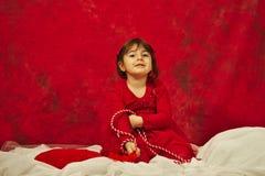 La fille avec de la ficelle rouge et blanche d'iÈ™or de› de MărÈ Photographie stock