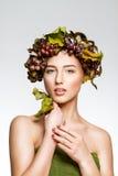 La fille avec des raisins Photos stock