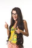 La fille avec du charme montre de grands doigts  Image libre de droits