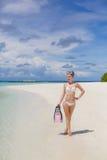 La fille avec l'équipement pour la plongée à l'air Photo libre de droits