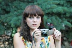 La fille avec l'appareil-photo Images stock