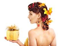 La fille avec la coiffure d'automne et composent. Photos stock
