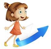 La fille avec la flèche et enveloppent Photographie stock libre de droits