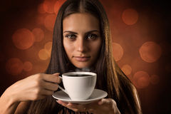 La fille avec la tasse de café Images stock