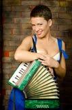 La fille avec un accordéon Photographie stock