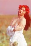 La fille avec un bouquet des fleurs Photo libre de droits