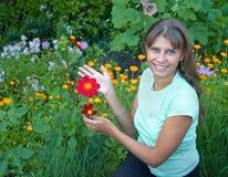 La fille avec une fleur Photographie stock
