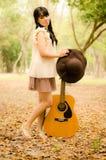 La fille avec une guitare Image libre de droits