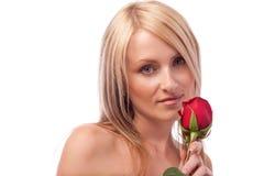 La fille blonde avec le rouge s'est levée Image libre de droits