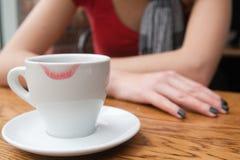 La fille boit du café Photographie stock