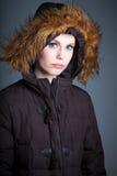 La fille caucasienne attirante dans ses 30 a tiré dans le studio Photographie stock libre de droits