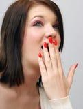 La fille couvre sa bouche Images libres de droits