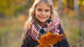 la fille d'automne laisse peu clips vidéos