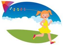 La fille d'enfant avec un cerf-volant court Photographie stock