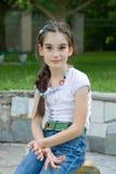 La fille d'enfant repose la verticale Image libre de droits