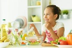 La fille dans la cuisine Image stock