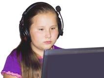 La fille dans des écouteurs Photographie stock libre de droits