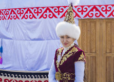 La fille dans la robe nationale kazakh Images libres de droits
