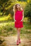 La fille dans la robe rouge Image libre de droits