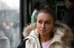 La fille dans le bus Photo stock