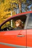 La fille dans le véhicule rouge Photographie stock libre de droits