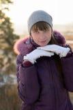La fille dans les gants. Photographie stock libre de droits