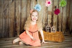 La fille dans Pâques a décoré le studio Images libres de droits