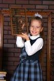 La fille dans un uniforme scolaire Image libre de droits