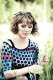 La fille dans une robe de couleur Photo stock