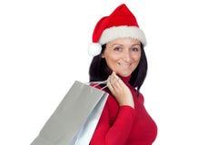 La fille de Brunette avec le chapeau de Noël va faire des emplettes Photos stock